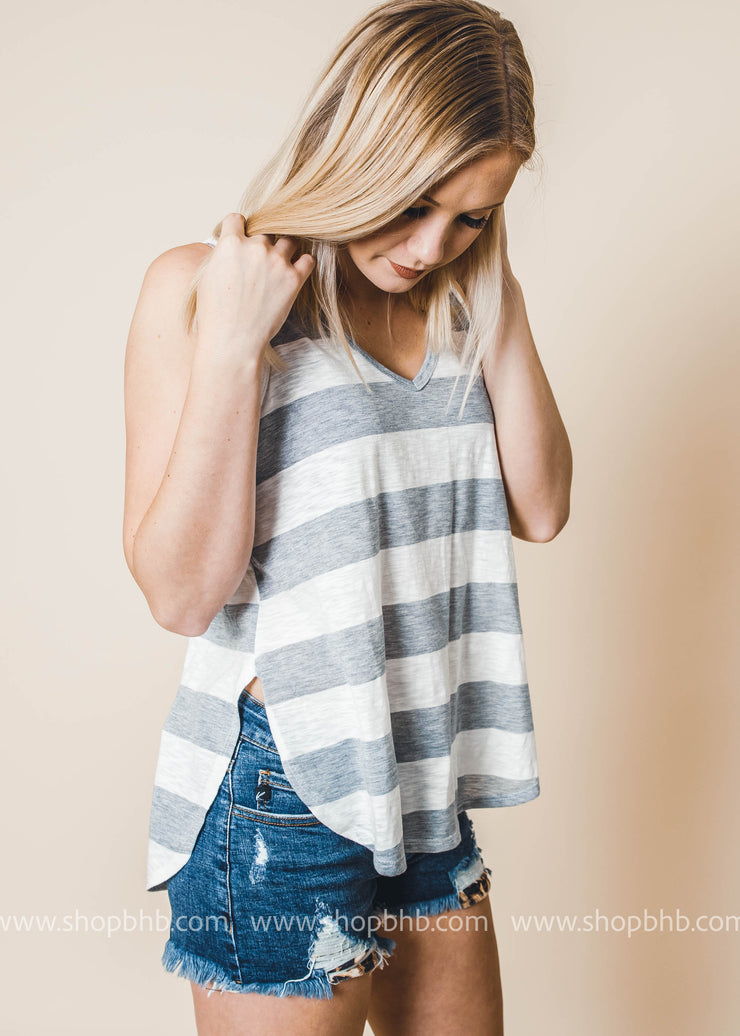 Loose fit, scoop V-neck, sleeveless hi-low tank top
