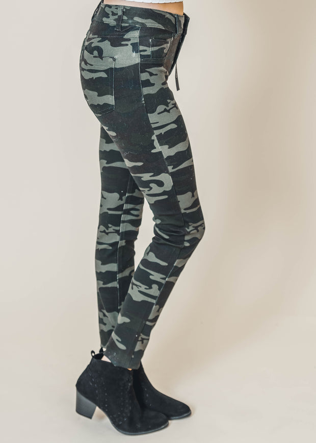 Putting the Edge in Camo Jegging -Final Sale