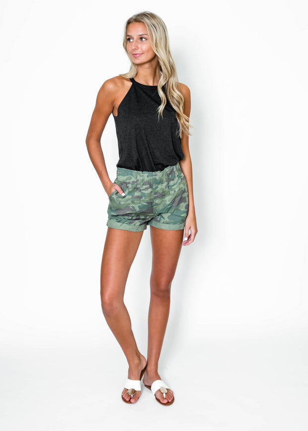camo summer shorts outfit