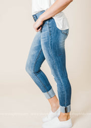 Mid Rise Two Button Distressed Crop Skinny jeans feature a skinny fit with a fray hem and a subtle distressing detail