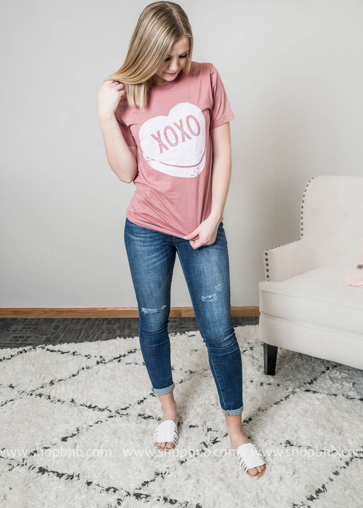 Limited Edition XOXO Candy heart tee in Mauve paired with denim and white sandels