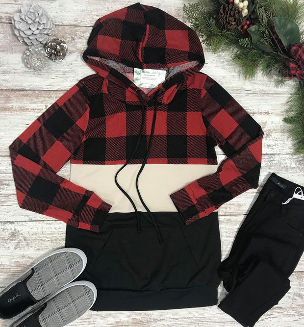 This color block buffalo plaid hoodie fit true to size featuring a buffalo plaid hoodie and a kangaroo pouch!