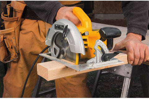 Image of DEWALT LIGHTWEIGHT CIRCULAR SAW