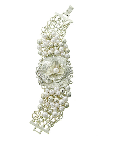 Beautiful Pearl with Rose Bracelet (CLEARANCE SALE)