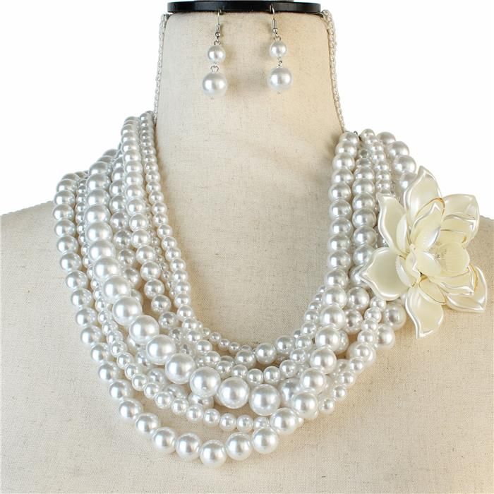 Beautiful White Rose Necklace of Elegance (NEW)
