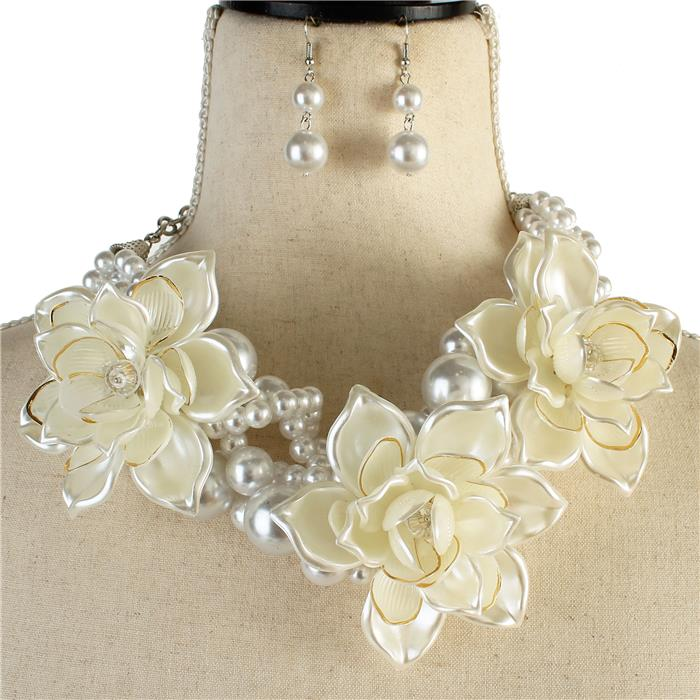 Beautiful White Rose Flower with Pearls Necklace Set
