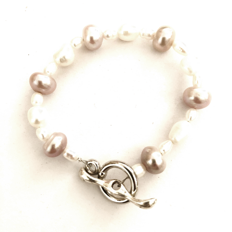 Freshwater pearl bracelet - Cream with toggle