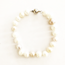 Pearl bracelet Knotted strand with screw clasp