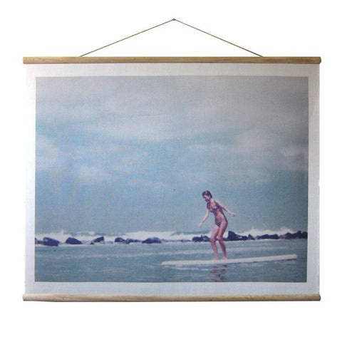 WALLHANGING: SURFER GIRL