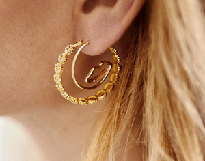 ANNA+NINA Anna+Nina surreal hoop earrings goldplated - A Lovely Day IJmuiden