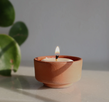 Afbeelding in Gallery-weergave laden, The Very Good Candle Company Tealights & Terracotta Holder