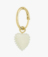 Afbeelding in Gallery-weergave laden, Wildthings Collectables Ivory Heart Earring Gold