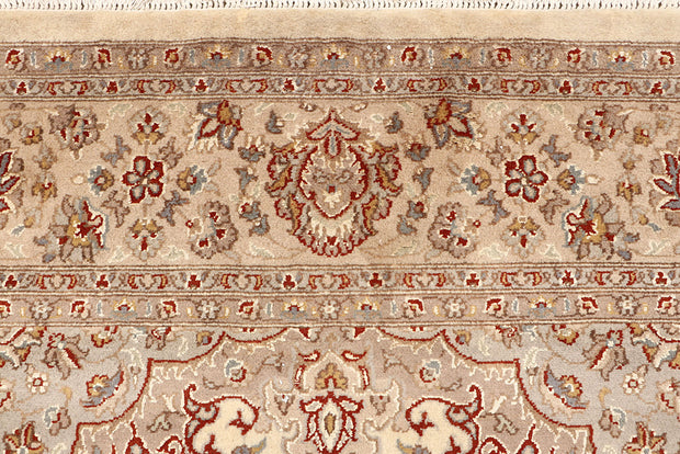 Bisque Isfahan 6' 7 x 9' 9 - No. 68431 - ALRUG Rug Store
