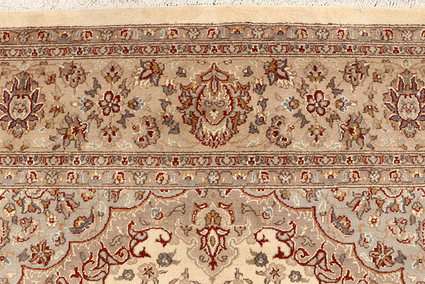 Bisque Isfahan 6' 7 x 9' 8 - No. 68442 - ALRUG Rug Store