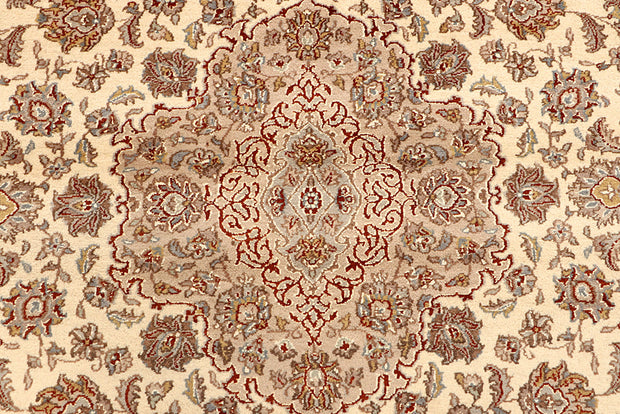Blanched Almond Isfahan 6' 7 x 9' 10 - No. 68458 - ALRUG Rug Store