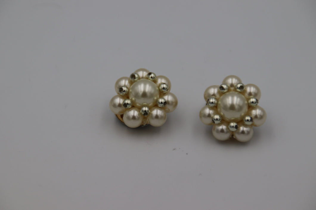 Ivory & Silver Bead Cluster