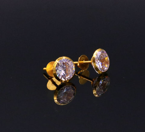 18Karat yellow gold gorgeous cubic zircon stone amazing 6 mm stud earring excellent vintage antique design er87