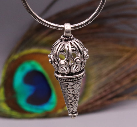 handmade 925 Sterling silver pendant necklace with amazing design unisex gifting jewelry from Rajasthan india nsp65