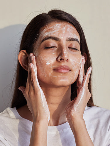 How To Remove Zinc Sunscreen From Your Face?