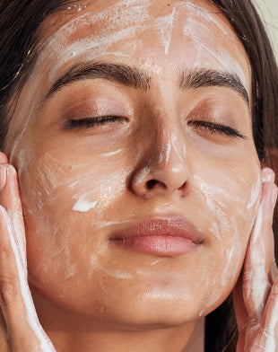 Texture of Re'equil Oil Control & Anti Acne Face Wash and how it feels