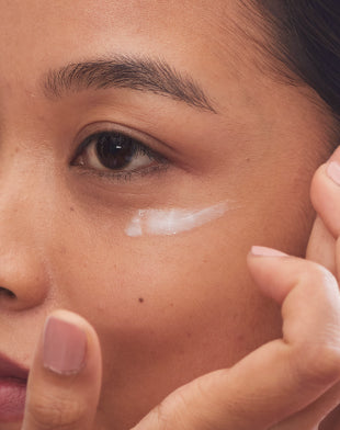 Texture of Under Eye Cream and how it feels