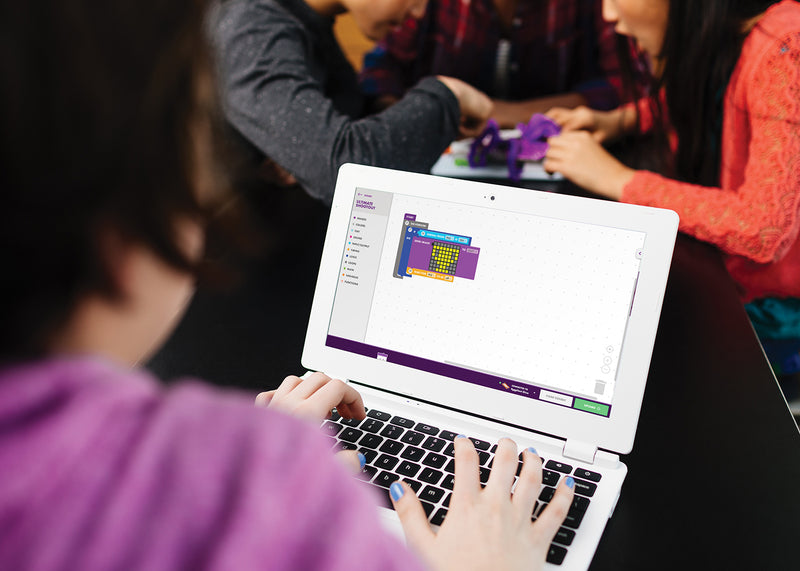 Student coding littleBits matrix on a laptop.