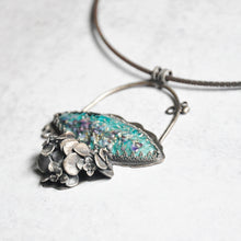 Load image into Gallery viewer, Glass Hydrangea Pendant