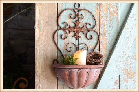 Finial Bottom Wall Planter
