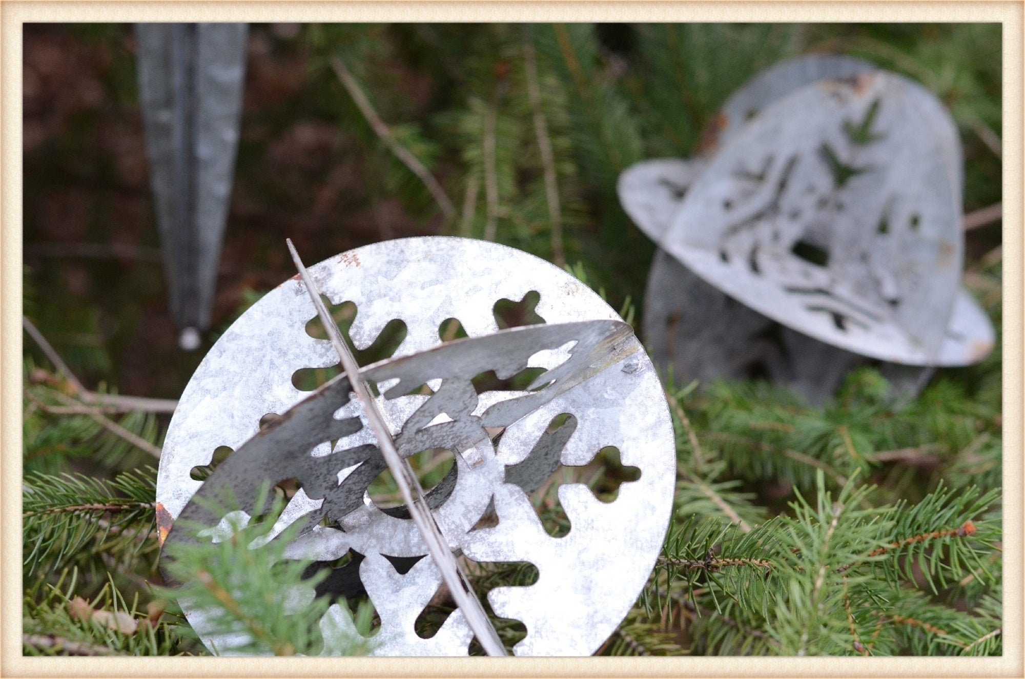 Round Metal Ornament Med. - Seasonal-Holiday