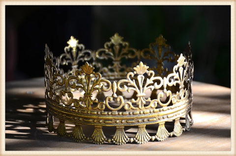 Gold Lace Edge Crown