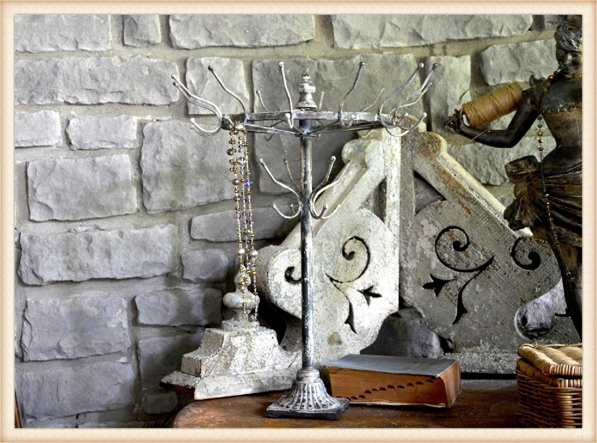 Large Spoke Jewelry Stand