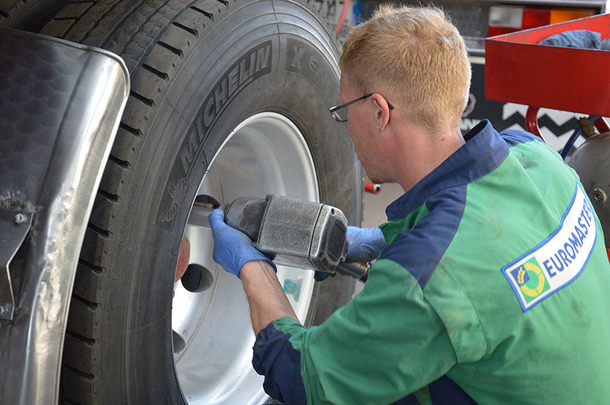Driving safety tips for truck drivers; do all the vehicle repairs and check if your truck is roadworthy