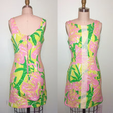 Load image into Gallery viewer, Classic LILLY PULITZER- 60s Style Mini Gogo Dress- Floral Novelty Print Green Pink - Small 2