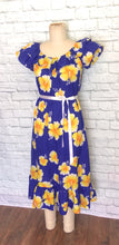 Load image into Gallery viewer, 70s 80s Vintage Hawaiian Shift Dress Tent A-Line Ruffle Neck Blue Yellow Hibiscus Floral Luau Muumuu Size Medium