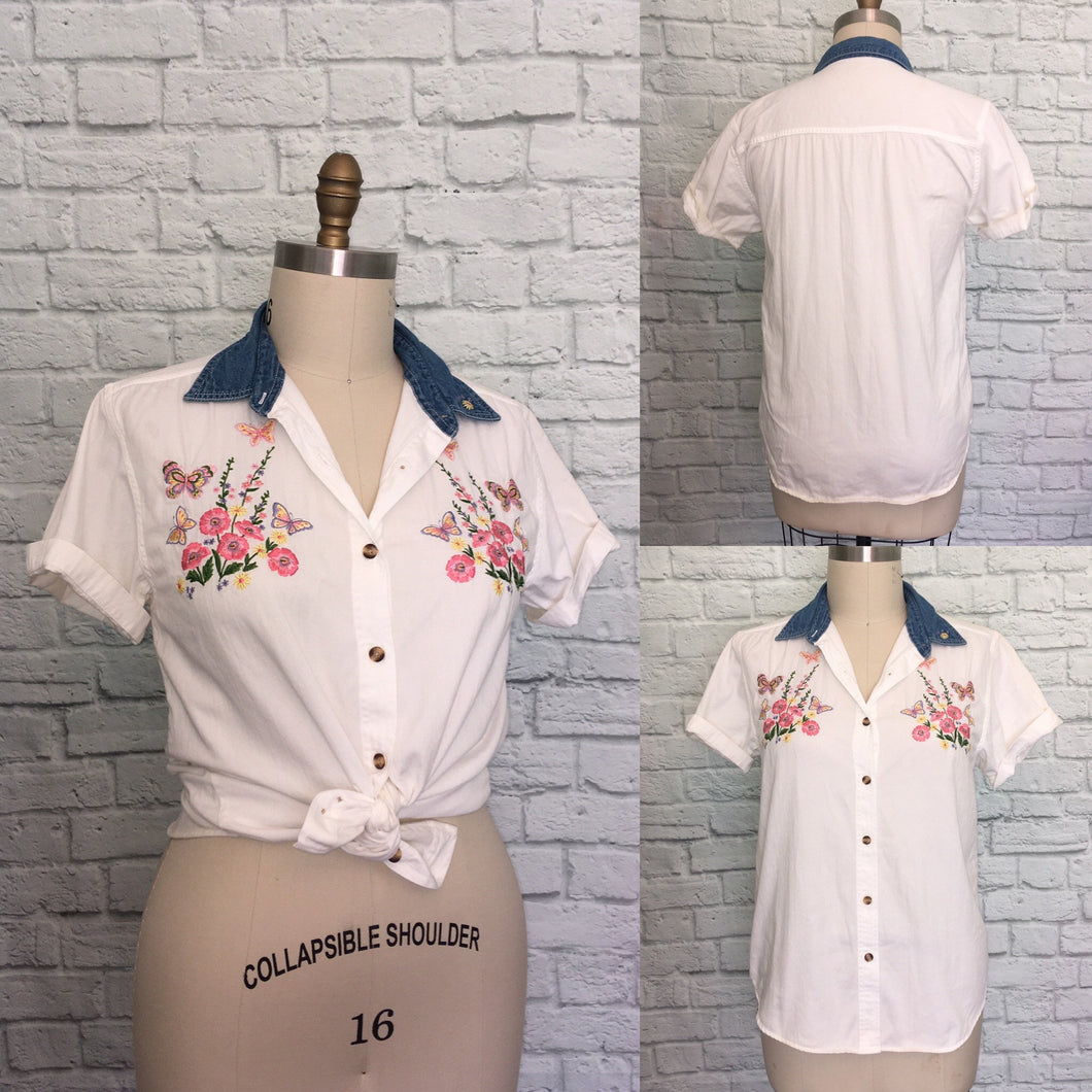 90s Western Floral White and denim shirt embroidered short Sleeve button front loose fit oversized size Large
