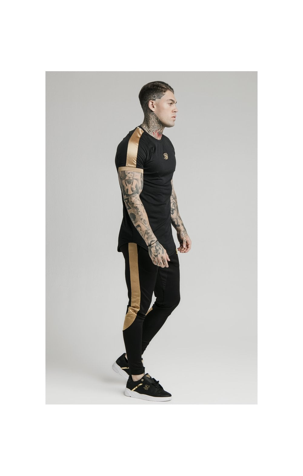 Load image into Gallery viewer, SikSilk S/S Inset Cuff Tech Tee – Black & Gold (3)