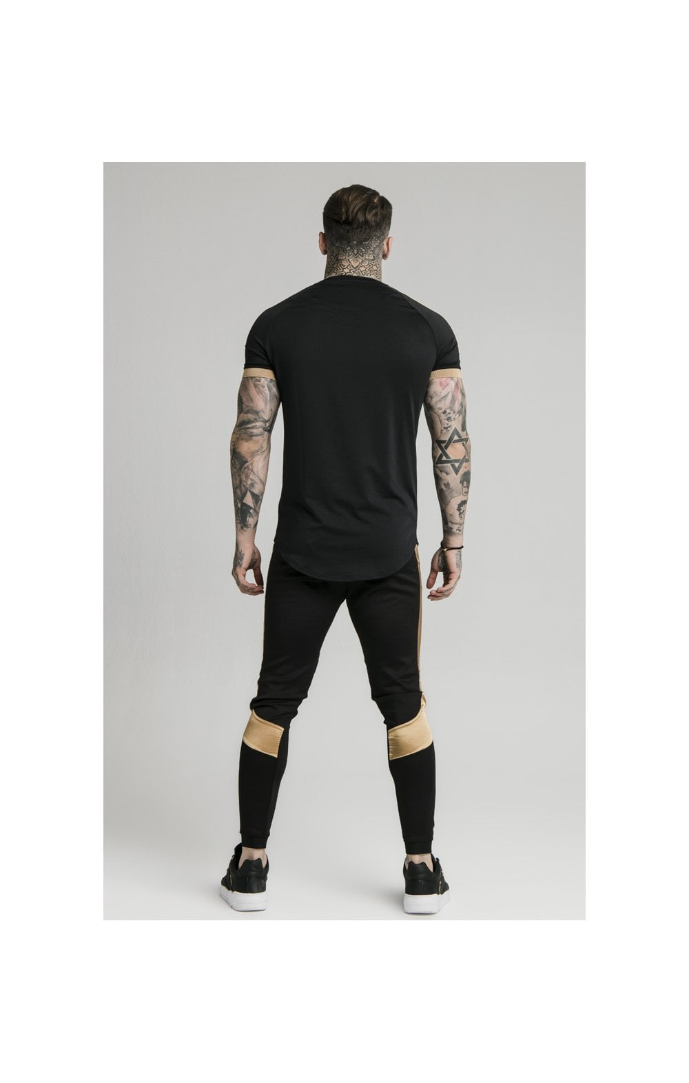 Load image into Gallery viewer, SikSilk S/S Inset Cuff Tech Tee – Black & Gold (5)