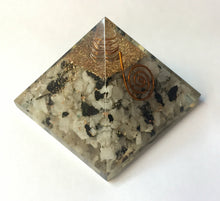 Load image into Gallery viewer, Moonstone Orgonite Pyramid