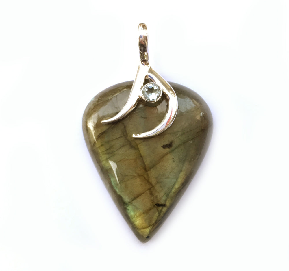 Labradorite Pendant in Gold-Green with Blue Topaz