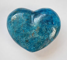 Load image into Gallery viewer, Apatite Puffy Heart 1 inch wide
