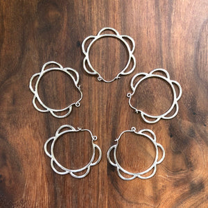 medium scallop hoop