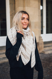 Triangle Scarf Checkered Beige