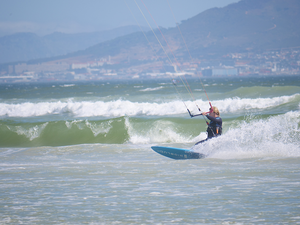 KITESURFING ON DIRECTIONAL BOARD- TIME TO GO STRAPLESS