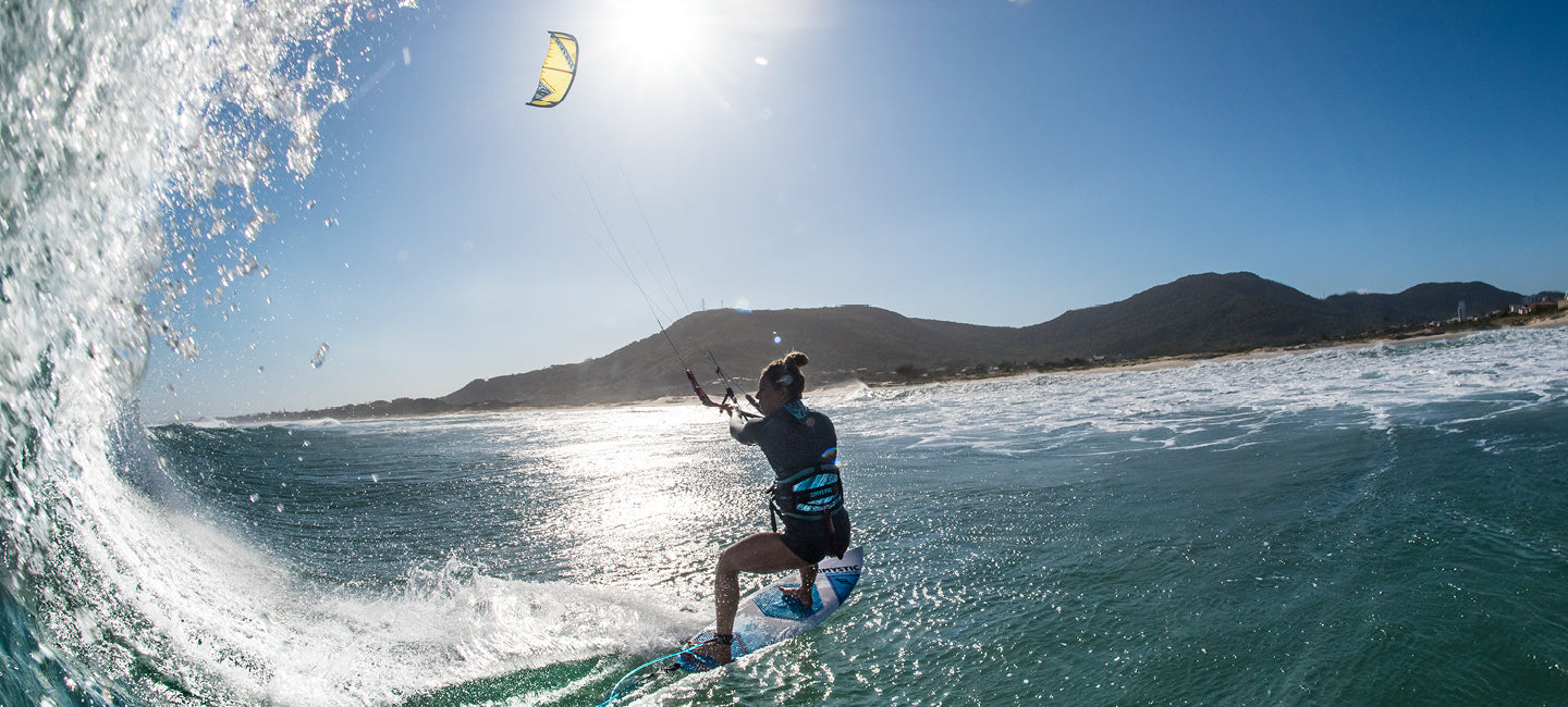 KITESURFING ON DIRECTIONAL BOARD- TIME TO GO STRAPLESS! 🤙 – BIG BLUE Boards