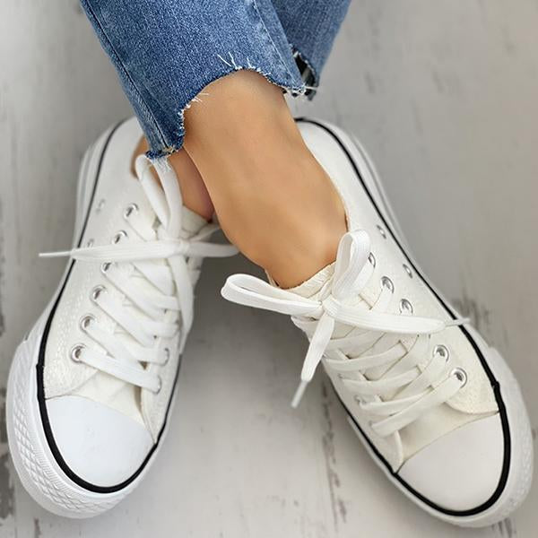 Mokashoes Daisy Pattern Eyelet Lace-up Sneakers