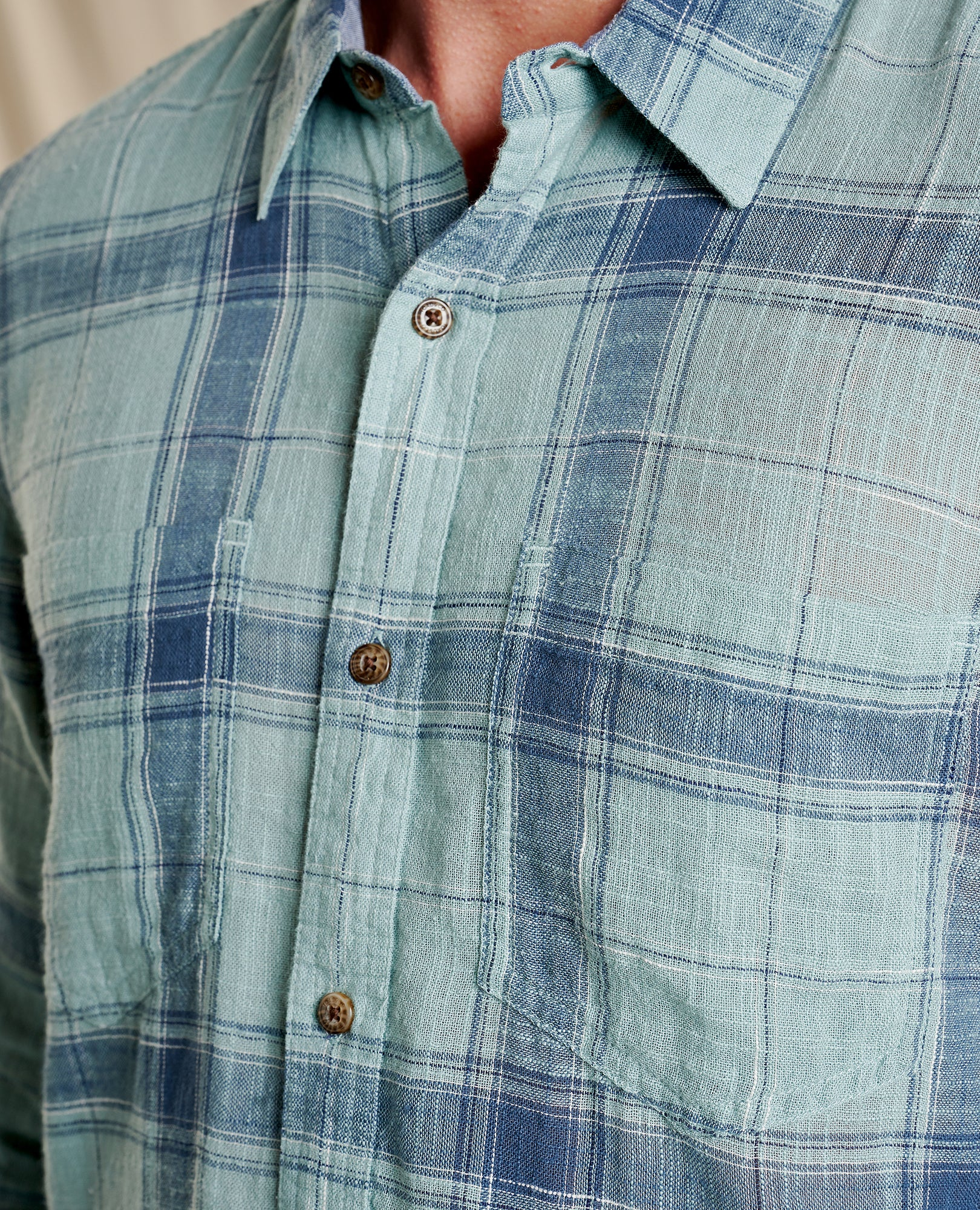 Linen-like fabric with two pockets and blue patterns.