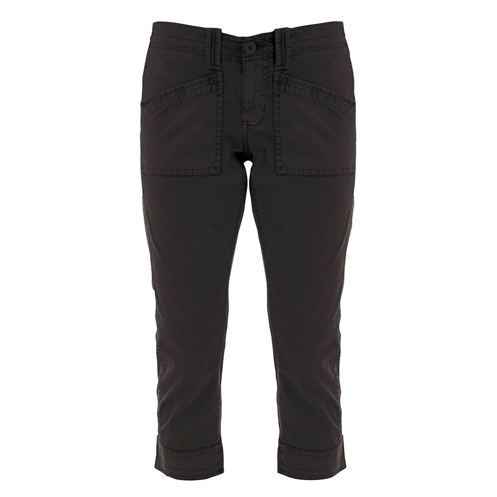 Black 3/4 length pant with 2 functional pockets at the front.
