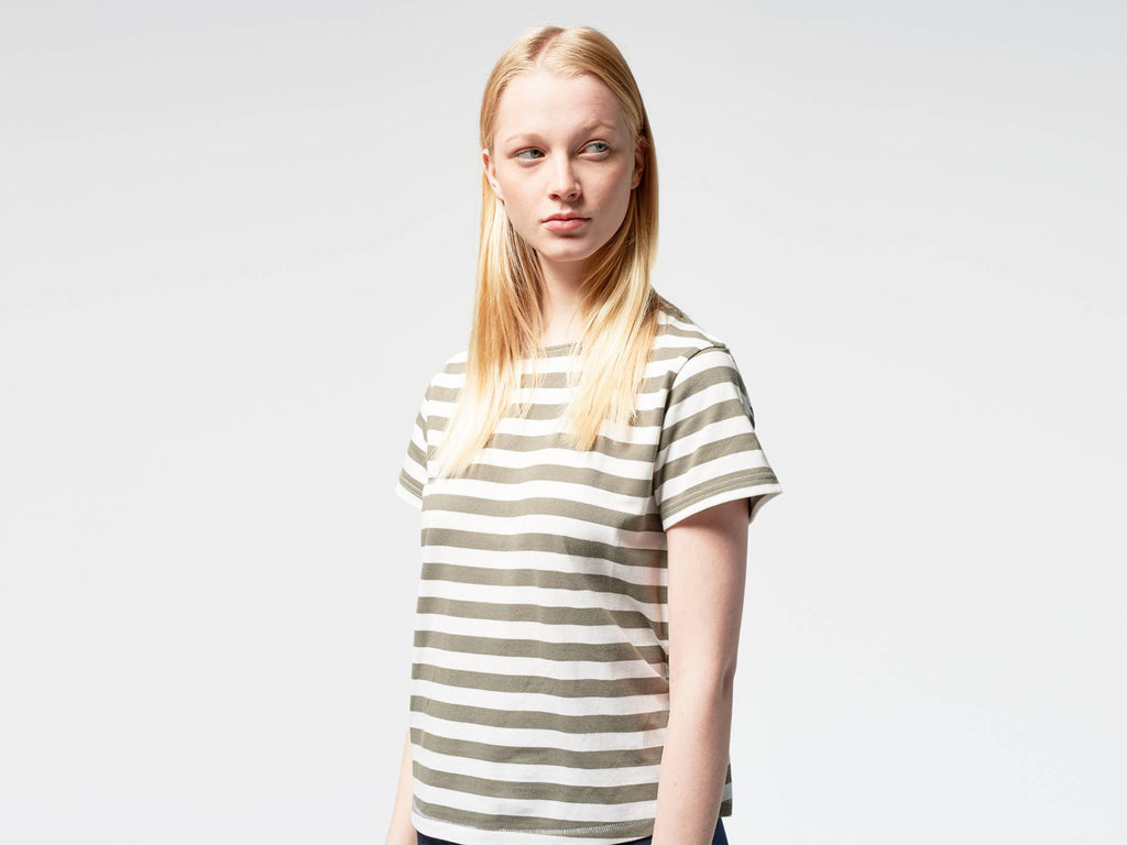 Organic cotton T-shirt with horizontal stripes, grey on white. Wide neck design.