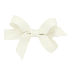 Load image into Gallery viewer, Wee Ones Baby Classic Grosgrain Hair Bow On Pinch Clip
