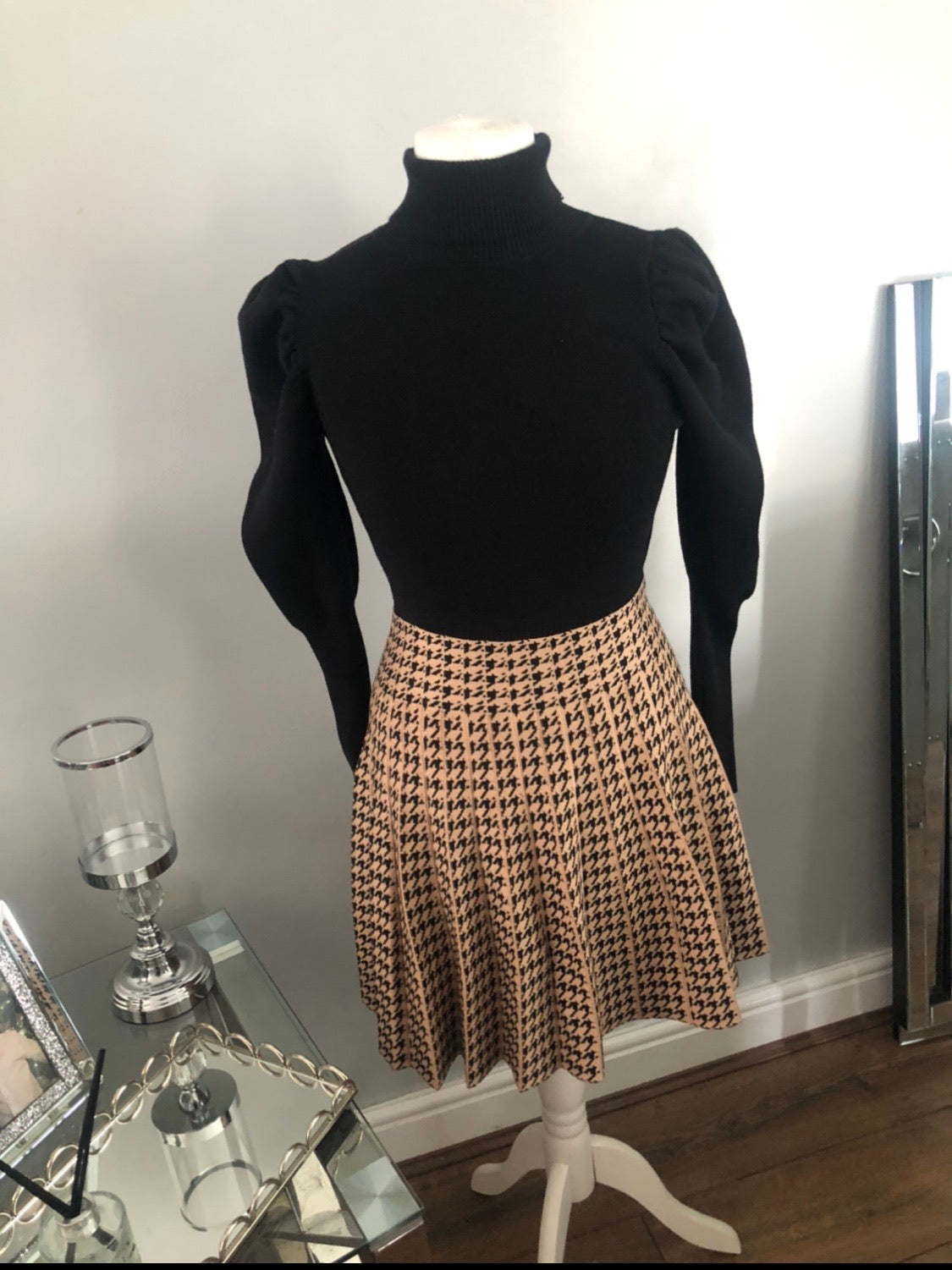 Dog tooth Tan skirt